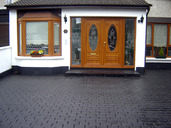 Cobblestone pattern imprinted concrete paving for driveways with Diamond Crete Limited